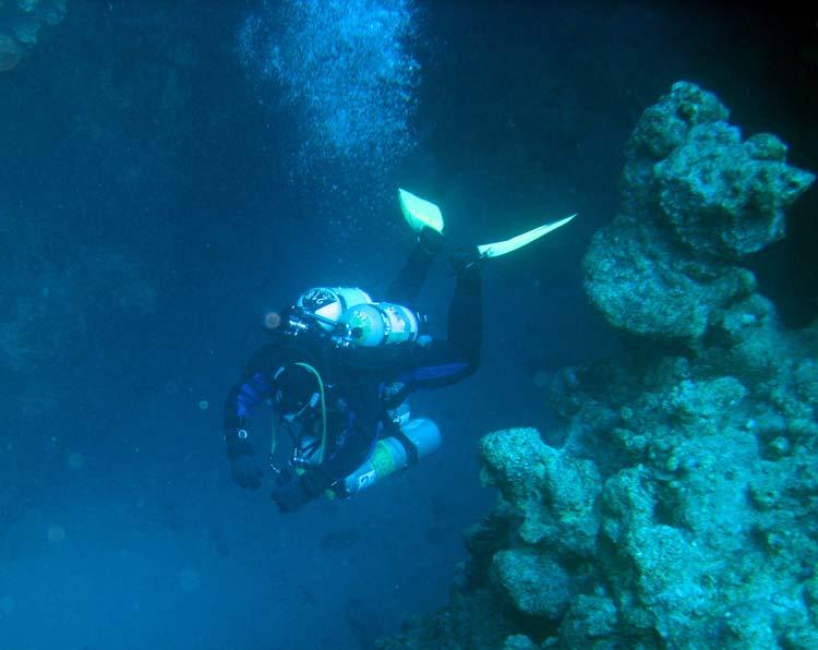 Teknisk dykker på vej gennem The Canyon